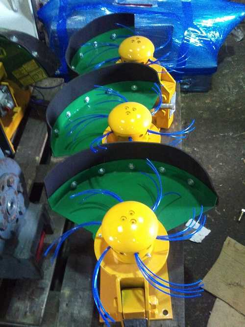 Coupe bordure hydraulique pour mini pelle 2012-10-0915.38.55