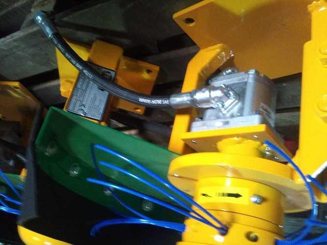 Coupe bordure hydraulique pour mini pelle 2012-10-0915.40.06